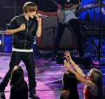 Photo: American Idol – Season 9 – Justin Bieber performs