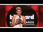 "Miley Cyrus entrega premio ""Top Male"" para Justin Bieber Billboards 2013"