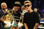 Justin Bieber posed with boxing champ Floyd Mayweather