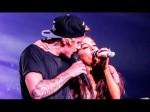 Justin Bieber Forgets Lyrics In Ariana Grande Duet